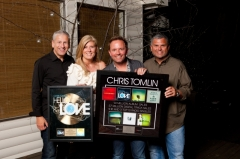 Louie_and_Shelley_Giglio_Chris_Tomlin_and_Peter_York_presenting_Tomlin_with_Hello_Love_Gold_and_Career_Plaques